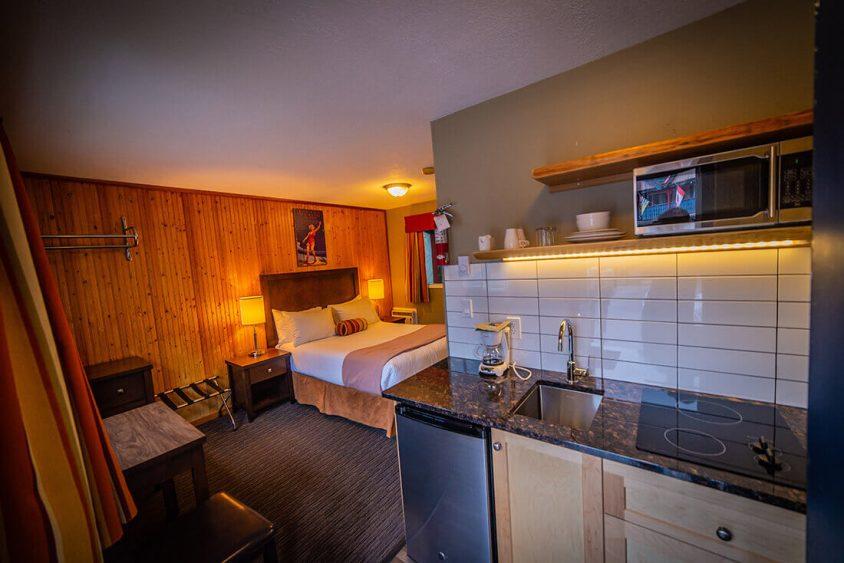 Kitchenette Hotel Room